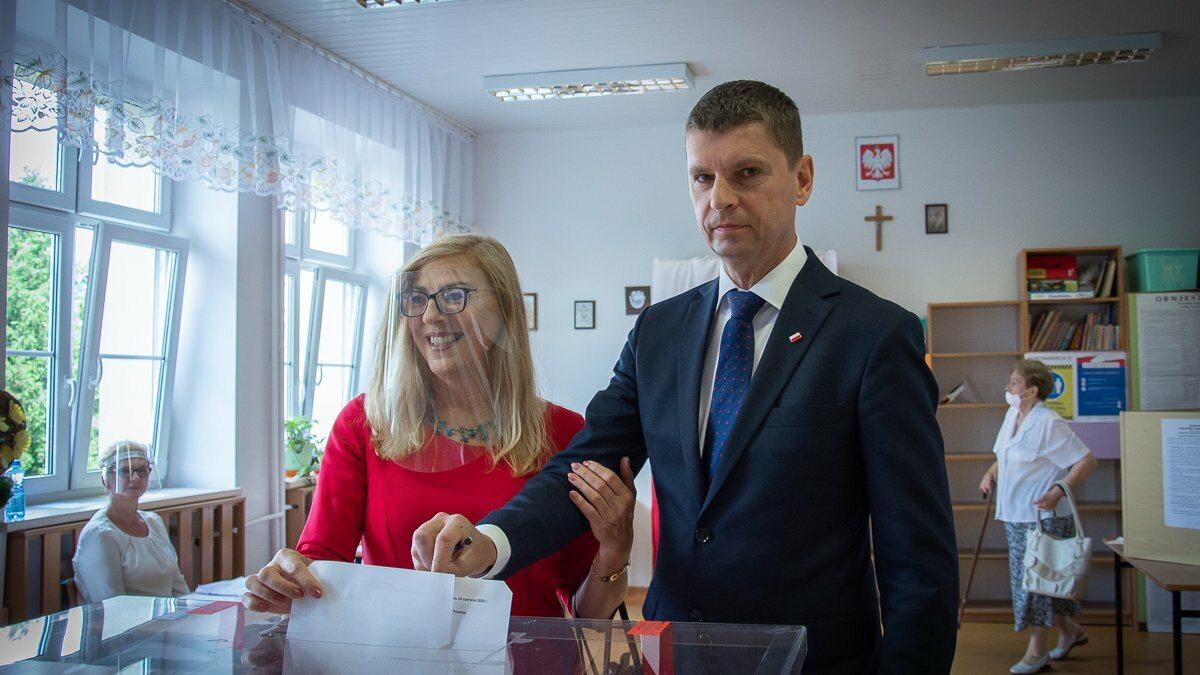 Dariusz Piontkowski podczas głosowania