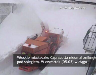 Włoskie miasteczko zniknęło pod śniegiem. Pobiło stuletni rekord?