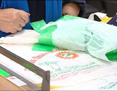 """Nadruk """"Chroń środowisko"""" na foliowych torbach wprowadza w błąd?"""