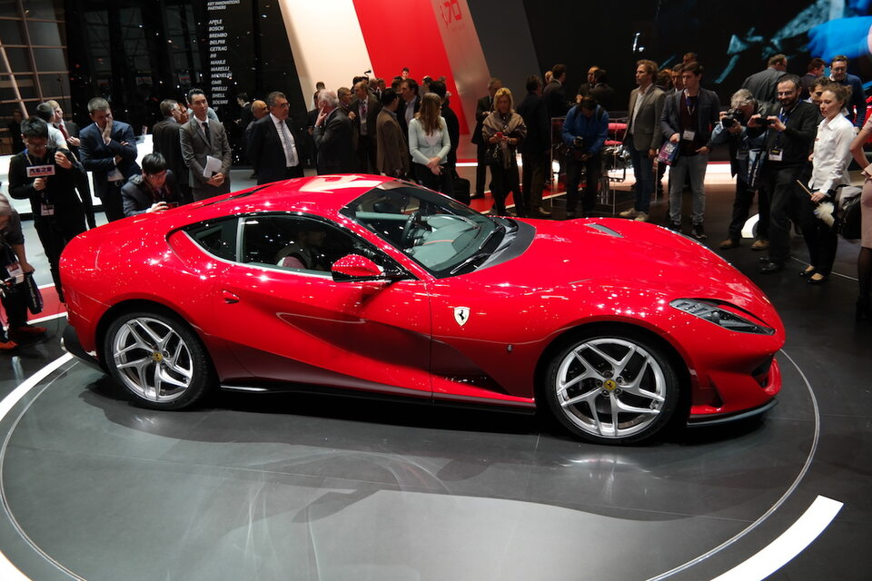 755 samochodów Ferrari 812 Superfast