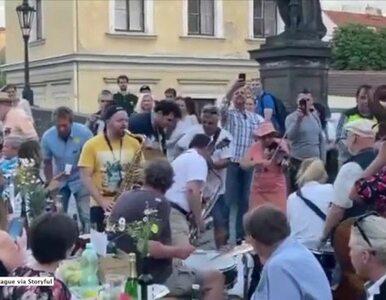 Koronawirus w Czechach oficjalnie się skończył. Wielka feta na Moście...