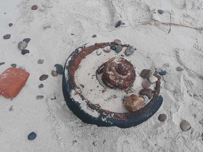 Fragment czołgu znaleziony na plaży
