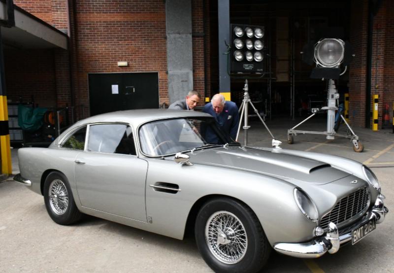 Daniel Craig pokazał księciu Karolowi auta Jamesa Bonda