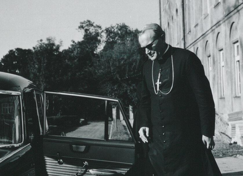 Ks. abp Karol Wojtyła po wygłoszonym referacie (1964 r.)