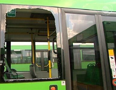 Poznań: pasażer autobusu pomodlił się i... stłukł szybę