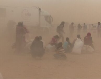 Uciekli z Syrii przed ISIL. Turcja powitała ich burzą piaskową