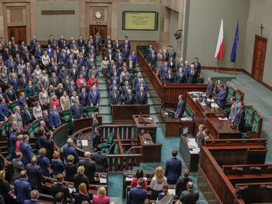 """Sondaż poparcia dla partii. Siedem ugrupowań w Sejmie, SLD na """"podium"""""""