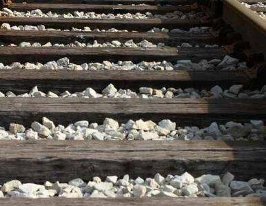 Piotrków Trybunalski: samochód zderzył się z pociągiem. Kierowca nie żyje