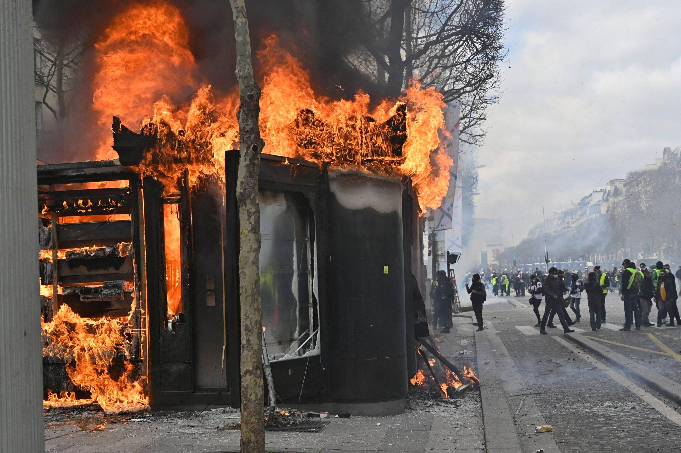 """Protest """"żółtych kamizelek"""" w Paryżu 16 marca"""