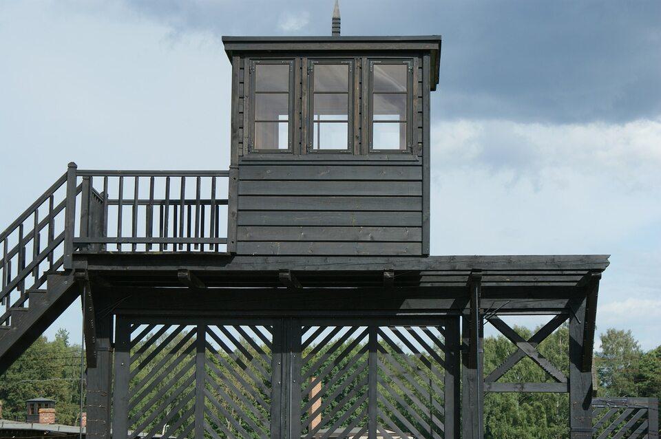 Wieża strażnicza na terenie obozu koncentracyjnego Stutthof