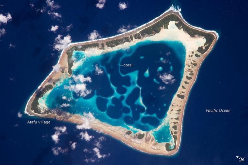 Atol Atafu, Tokelau Koralowy atol w archipelagu Tokelau, należący administracyjnie do terytorium zależnego Nowej Zelandii – Tokelau. Atol stanowi jednocześnie jednostkę administracyjną o takiej samej nazwie. Atol ma powierzchnię 2,03 km kwadratowych i otacza wewnętrzną lagunę o powierzchni około 15 km kwadratowych.
