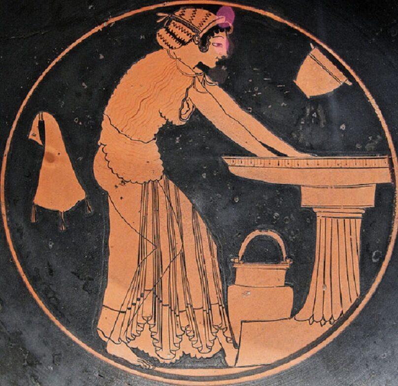 Kobieta podczas kąpieli. Fragment attyckiego kyliksu