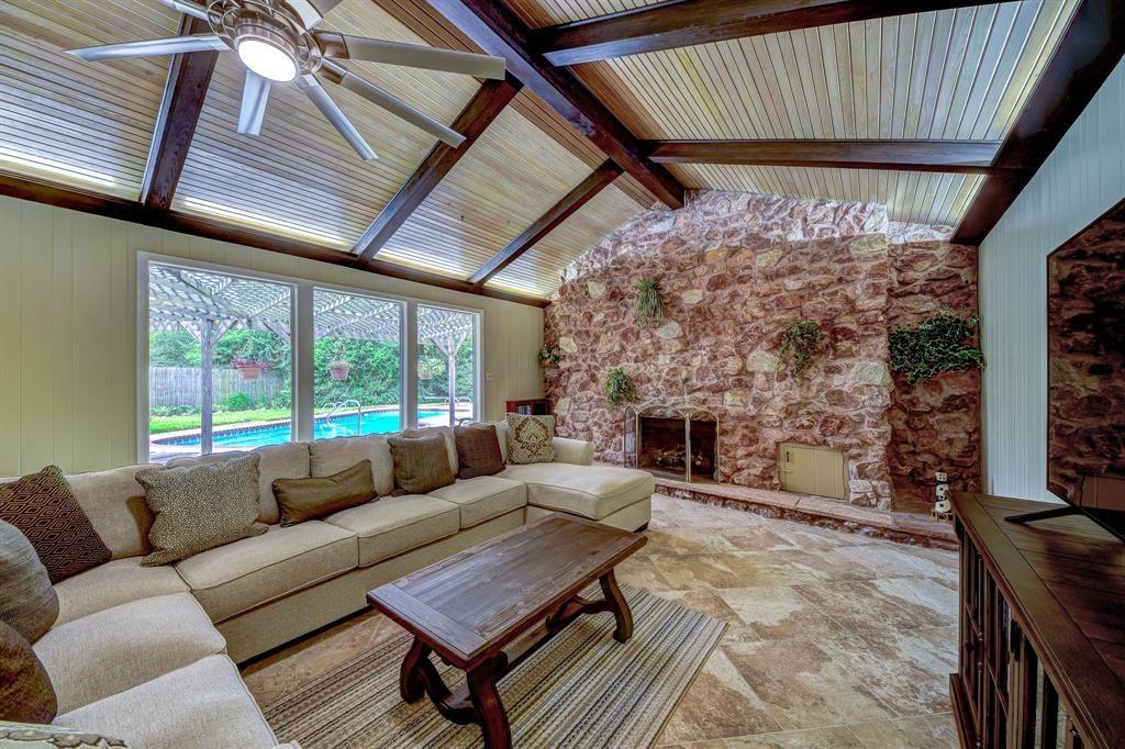 Dom, należący niegdyś do Neila Armstronga w El Lago w Teksasie