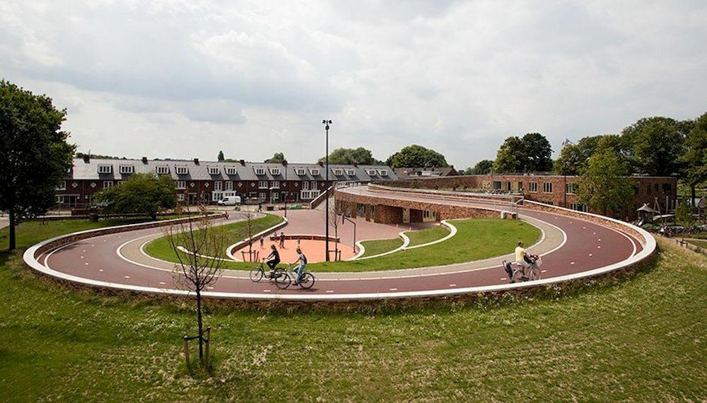Ścieżka rowerowa na dachu Ścieżka rowerowa na dachu szkoły