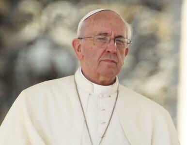 Papież Franciszek ekskomunikował księdza popierającego gejów
