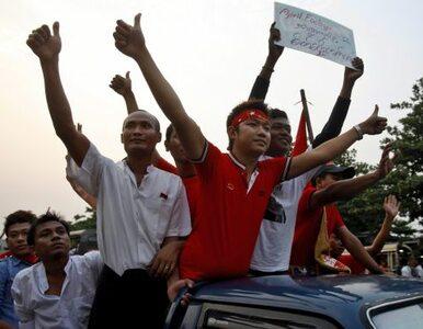 Birma: opozycja tryumfuje, ale nie porządzi