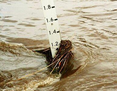 Woda przerwała dwie tamy. Zginęło 12  osób