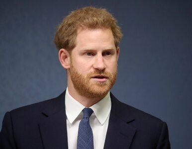 """Książę Harry przebrał się za św. Mikołaja i nagrał filmik. """"Ho ho ho!"""""""