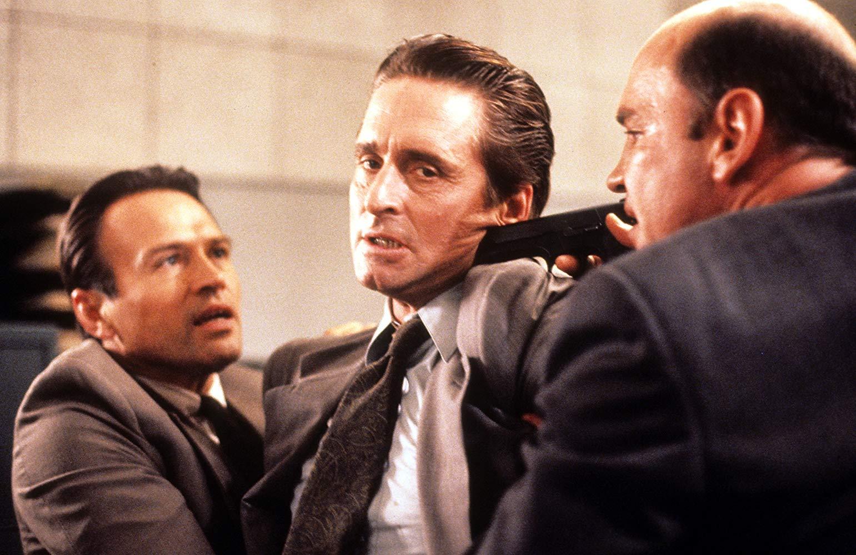 Na zdjęciu widzimy filmowego detektywa Nicka Currana. Jaki aktor wcielił się w tę rolę?