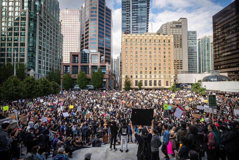 Jeden z protestów po śmierci Floyda