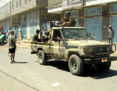 """""""Zdegenerowana klika rozpaczliwie trzyma się władzy"""". Al-Kaida wzywa do..."""