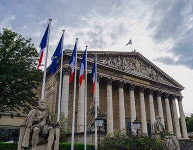 We Francji zmieniają konstytucję. Większe uprawnienia władz