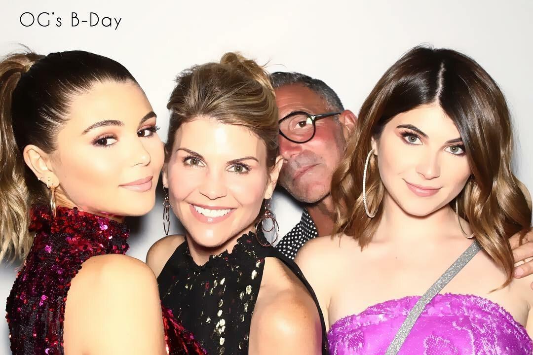 Olivia Jade i Isabella Rose z rodzicami