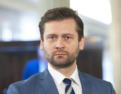 Poseł Bortniczuk z Porozumienia interpretuje piosenkę Kazika. Przyznał,...
