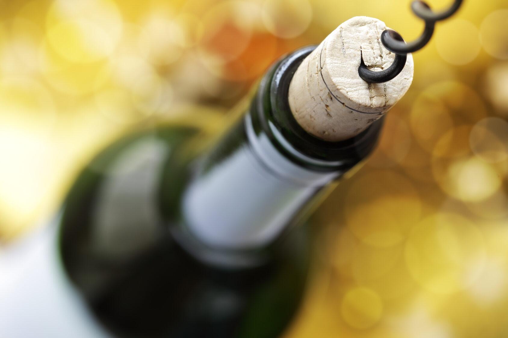 W której butelce wina (750 ml) będzie więcej kalorii?