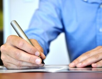 PSL: przechodzenie z umowy o pracę na umowę zlecenie? To łamanie prawa