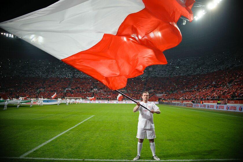 Flaga Polski przed meczem towarzyskim z Nigerią we Wrocławiu