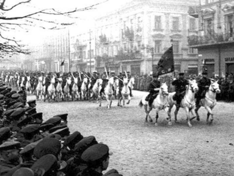 Defilada kawalerii sowieckiej po kapitulacji Lwowa
