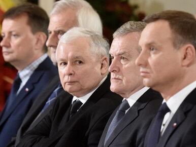 """PiS zmienia taktykę i rozwiesza plakaty w całej Polsce. """"Sędziowie jak..."""