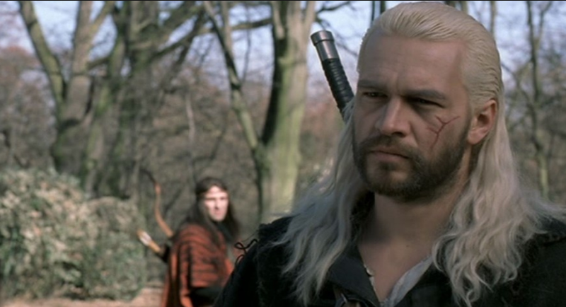 A tu Michał Żebrowski jako wiedźmin Geralt w serialu TVP