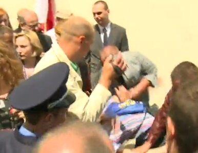 """Komorowski zaatakowany jajkiem. """"Napastnikowi"""" grozi do 3 lat więzienia"""