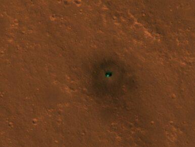 Zielony punkt na Marsie. Co sfotografowała sonda?