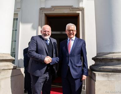 Timmermans po wizycie w Polsce: Zmiana w rządzie doprowadziła do zmiany...