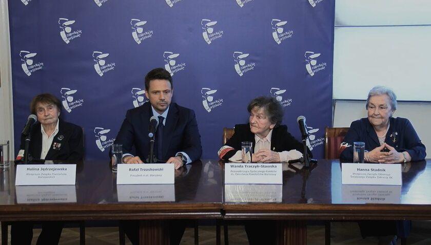 Rafał Trzaskowski z uczestniczkami Powstania Warszawskiego