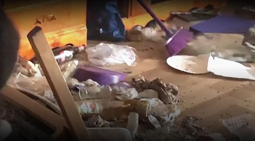 """Fekalia w mieszkaniu, fetor w bloku. Koszmar w Markach pod Warszawą - """"Interwencja"""""""