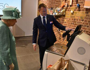 """Królowa Elżbieta II po raz pierwszy zobaczyła kasę samoobsługową. """"Nie..."""