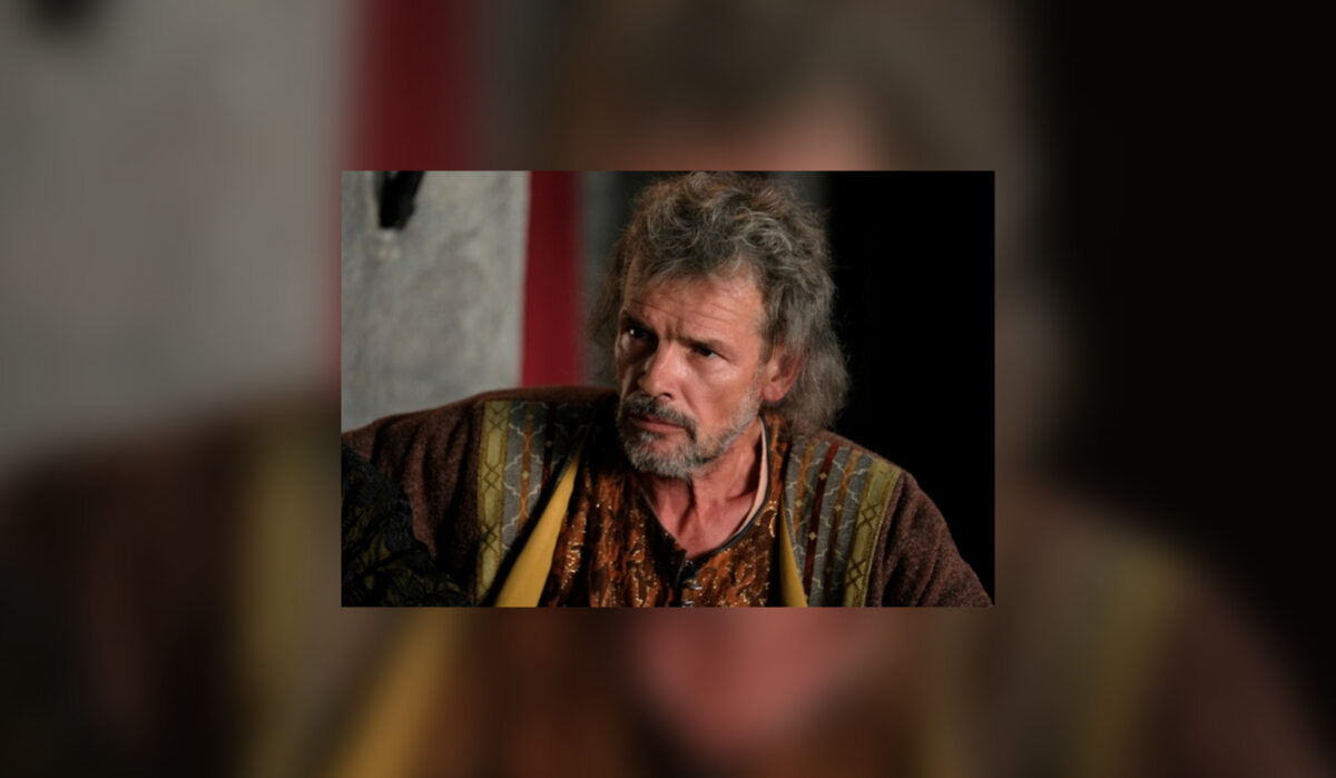 Przemysł Sieradzki (Ireneusz Pastuszak) Syn księcia inowrocławskiego Siemowita, brata Władysława Łokietka. W 1306 roku otrzymał od niego w zarząd Świecie, jednak szybko je utracił na rzecz Krzyżaków. Od 1324 roku rządził księstwem inowrocławskim, które na prośbę Władysława Łokietka wymienił w 1327 roku na sieradzkie. Nowa ziemia ucierpiała bardzo w wyniku wojen z Zakonem Krzyżackim w 1331 roku. Przemysł zmarł na przełomie 1338/1339 roku, najprawdopodobniej nigdy się nie ożenił i nie miał potomstwa, bowiem po jego śmierci księstwo sieradzkie przeszło w ręce Kazimierza Wielkiego. W telenoweli przebywa czasem na dworze stryja, liczy bowiem na coś więcej niż tylko księstwo sieradzkie z rąk króla