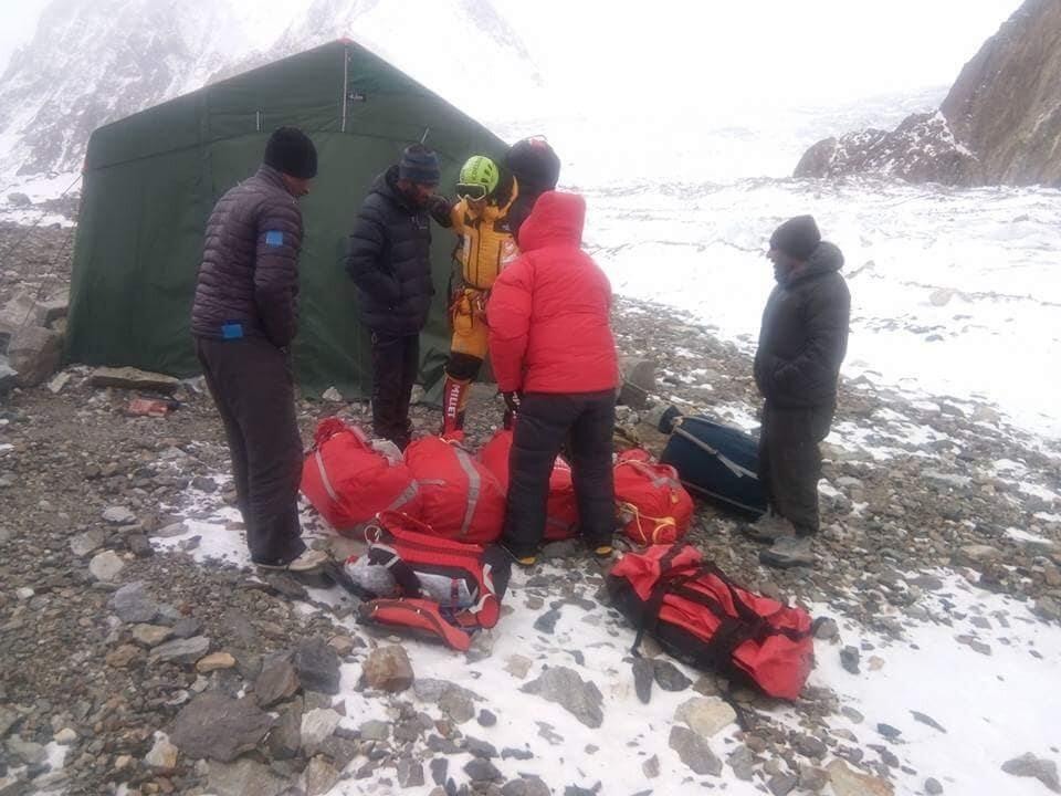 Wylot ekipy ratunkowej z bazy pod K2